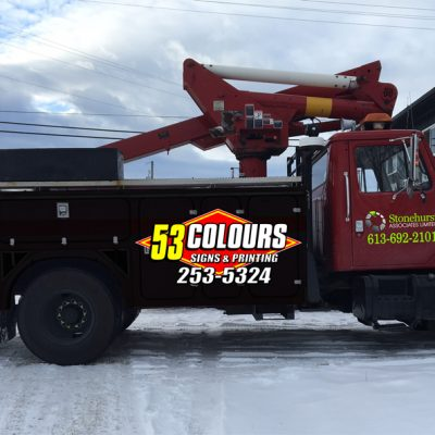 sign-installation-bucket-truck-53-colours